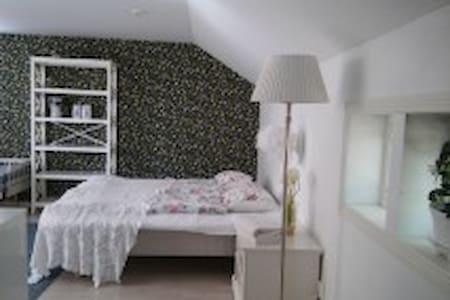 Romanttinen majoitus Naantalin wanhassakaupungissa - Naantali - Gästehaus
