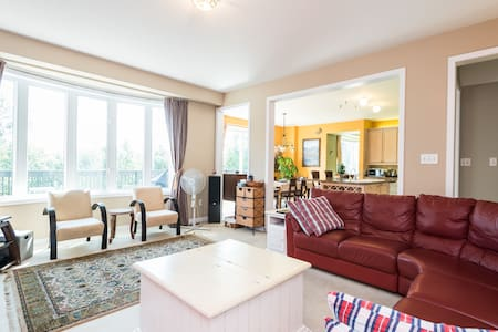 Clean, bright room with ravine view - Brampton - House