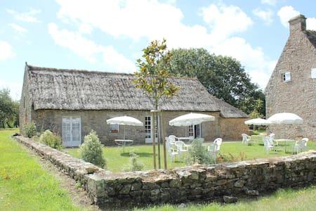 Authentiques Chaumières Bretonnes - Haus