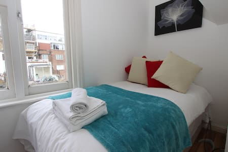 Single Apt with In Paddington P14 - Huoneisto