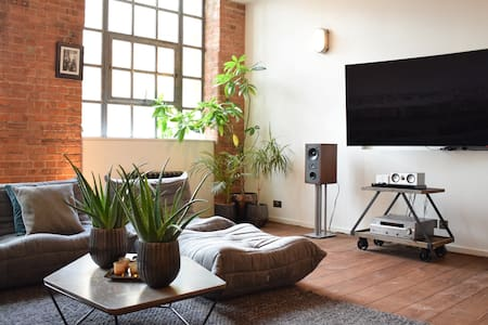 Designer Trendy 1-Bed Warehouse in Shoreditch - Lontoo