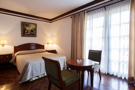 Single Deluxe Room Queen - Buhi - Bed & Breakfast