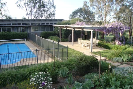 Oakbank Garden & Pool Retreat - House