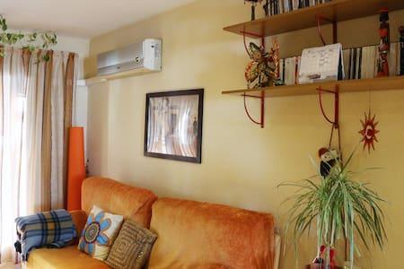 CHARMING HOUSE WELL LOCATED - València - Apartamento