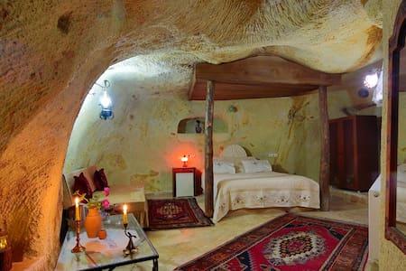 Jerveni Cave Hotel - Cappadocia - Bed & Breakfast