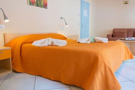 Minihotel IRIS - FamilyRoomSuperior - Maiori - Bed & Breakfast