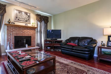 Cozy House Next To Sears Center Just Off I90 ! - Hoffman Estates - Haus