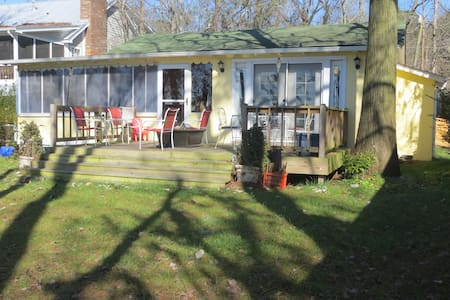 Renovated White Lake bungalow-king - Elizabethtown - Bungalow