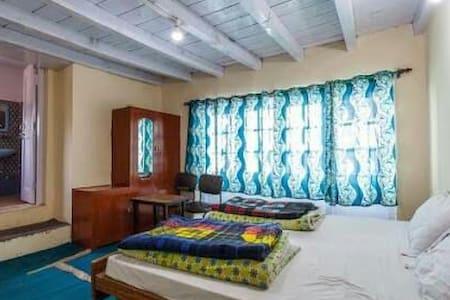 Karzoo Rainbow Guest House, Leh - Bed & Breakfast