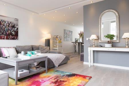 Lux appartement met jacuzzi - Lakás
