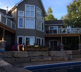Executive Country Home in the Kawarthas - Omemee - Hus