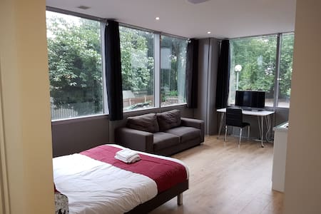 Luxury studio flat in Bath Road - Apartment