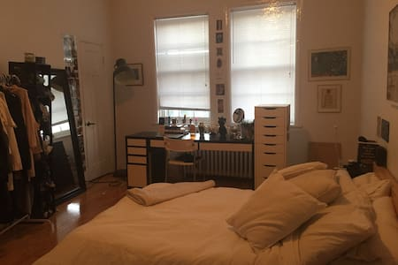Big and bright room in NDG - Montréal - Appartement