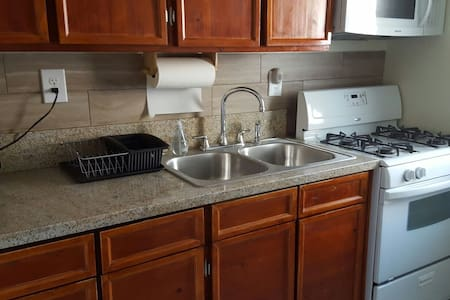Private and Secure Guest Unit (1Bdrm) - Los Angeles - Huoneisto