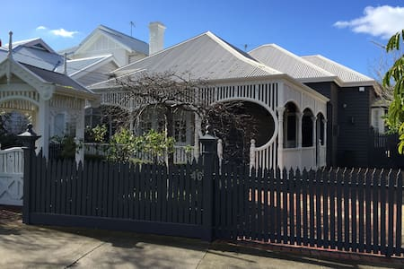 Historic Federation House recently redecorated. - Williamstown - House