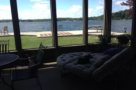 Lake front 4 bedroom home with pier - La Porte