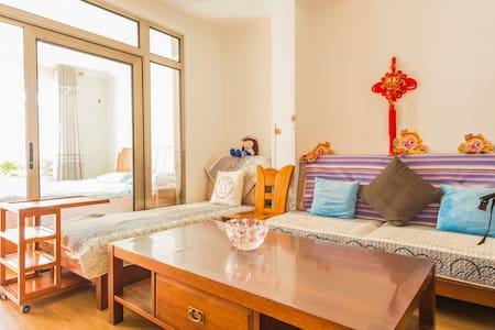 西二环边、近西站、南站、西单,地铁7号线380米,中国风舒适2居中的主卧 - Beijing - House