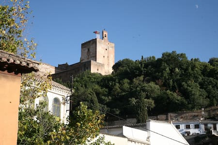 Best of Albayzin with terrace view of the Alhambra - Granada - Haus