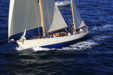 Starboard Cabin of Classic Sailing Yacht L'Odyssée - ボート