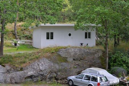 Mysig stuga nära hav och Stockholm - Tyresö - Cabin
