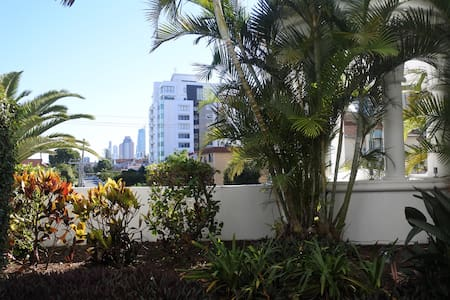 Private Apartment in the Heart of Broadbeach - Broadbeach - Apartment