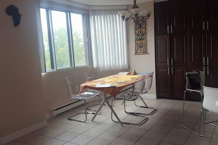 Belle Chambre près du Parc Jacques-Cartier (Hull) - Appartamento