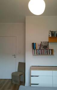 Cozy bedroom in modern apt in Wrocław. - Appartamento
