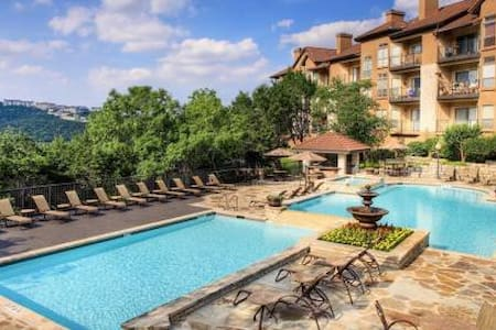 BEAUTIFUL condo close to the lake! GREAT HIDEAWAY - Apartment