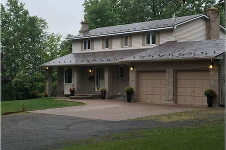 Upgraded country home - 10 minutes from Kanata - Huis