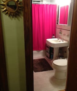 1st OF 4 Private Bedrooms, Great Spot!!! - Malden - Apartamento