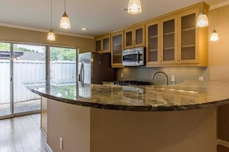 Beautiful residential townhome - Dallas - House