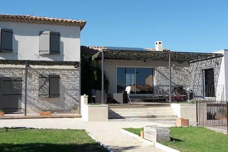 House with pool near Avignon - Estézargues - House