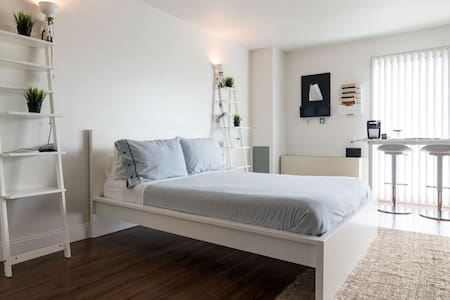 Lafayette Park Flat: Chic & Central - Apartment