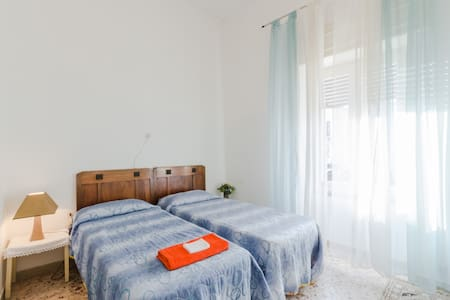 Appartamento comodo centrale - Leilighet