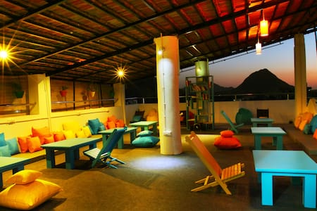 Hostel in Pushkar- 8 Bed Mixed AC Dorm - Pushkar - House