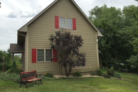 Quiet, newer,  lake home - Gretna - Casa
