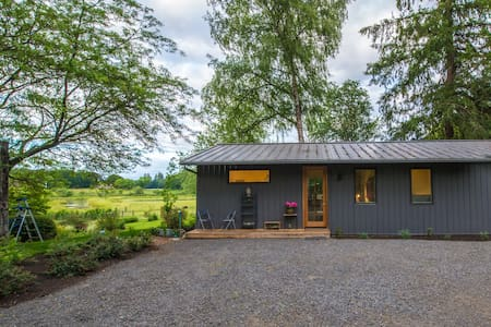 Sauvie Island retreat- 15 minutes from the city! - House