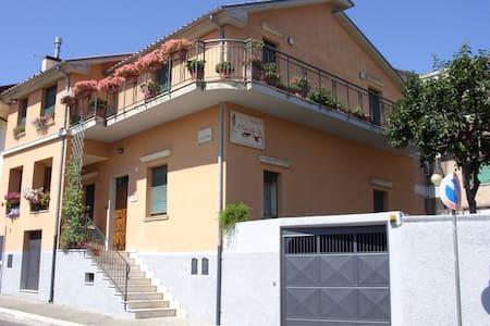 Il Fiore Della Vita B&B (€ 50 a coppia-Cam.Doppia) - Lejlighed