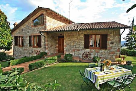 Charming Tuscany villa with private pool & garden - Talo