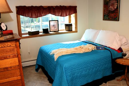 Morkaut's Black Angus Lodge Room #1 - Bed & Breakfast
