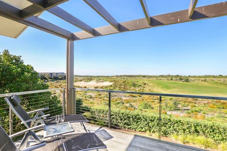 Executive Home Overlooking the 18th Fairway - Magenta - House