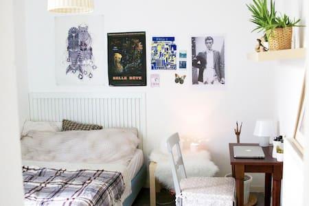 Cosy room from 10 min of Montmartre - Leilighet