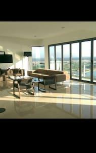 Luxurious Puteri Harbour Apartment - Lägenhet