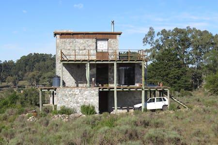Casa de piedra en las sierras - Rumah