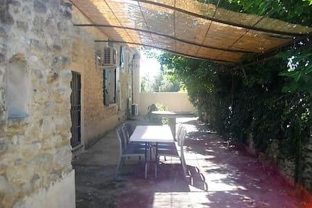 Gite provençal terrasse ombragée proche ventoux - House