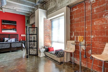 Exclusive Private Hollywood Vibe Style Fun Loft - Houston