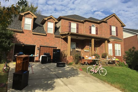 Spacious, welcoming 4br house-  CLOSE to Nashville - Nashville - Hus