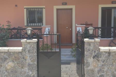 3 Bedroom appartment near Corfu Town - Wohnung