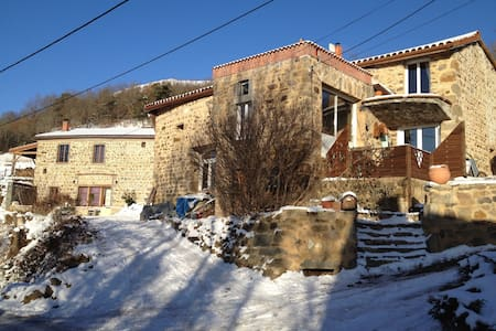 1/2 pension 35m2 privé à 30mn piste - Besse-et-Saint-Anastaise - House