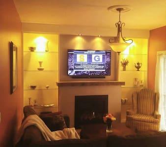 Cozy 2br cottage near Park Avenue - Huis